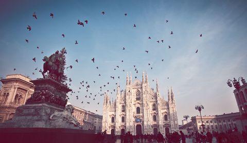 <p>Prima per il quarto anno consecutivo è Milano, che sbaraglia le concorrenti sia per quanto riguarda i libri cartacei che quelli in formato digitale. I lettori nel capoluogo lombardo sono in testa nei generi non-fiction, viaggi e salute.</p>