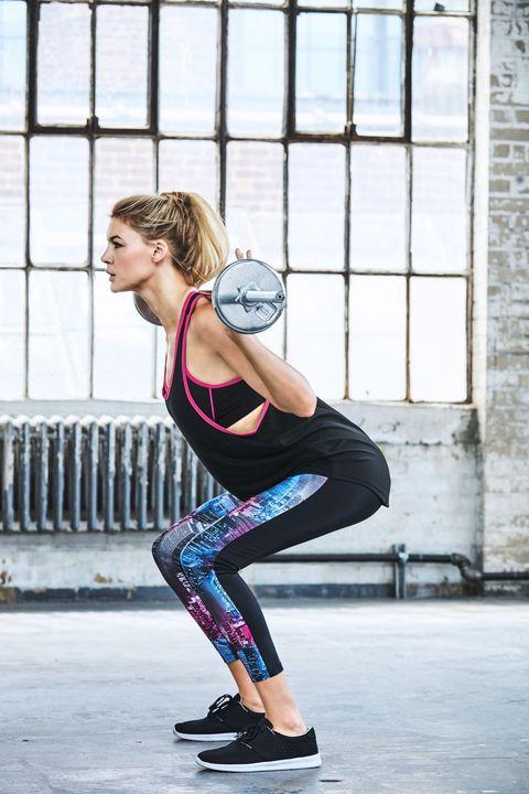 <p>Le canotte non possono mancare nel guardaroba di una sportiva trendy: Calzedonia per l'<strong>autunno inverno 2016</strong> ne propone di due tipi, una oversize e una slim-fit da abbinare ovviamente ai leggings super tecnici e decisamente sexy.</p>