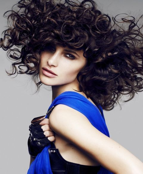 acconciature capelli ricci raccolti idee