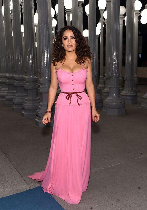 salma hayek: look e stile curvy