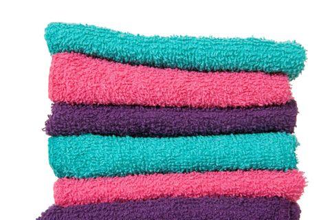<p>Le lavette sono asciugamani di cotone o spugna di dimensioni molto piccole, che di solito vengono vendute in confezioni multiple. Sono molto pratiche non solo per il cambio del pannolino, ma anche come mini-salviette per asciugare le  mani dopo averle lavate. Le tue o quelle dei tuoi bambini. </p>