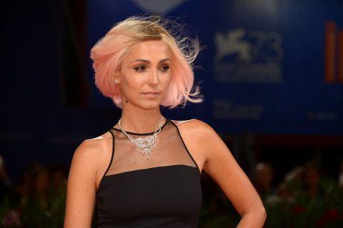 """<p>Il <a href=""""http://www.gioia.it/bellezza/capelli/suggerimenti/g1301/capelli-biondo-fragola-colore-star/"""">biondo fragola</a> di Caterina Balivo (make up Simone Belli per L'Oréal Paris).</p>"""