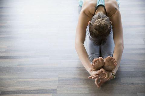 Shoulder, Elbow, Joint, Toe, Flooring, Wrist, Back, Barefoot, Knee, Wood flooring,