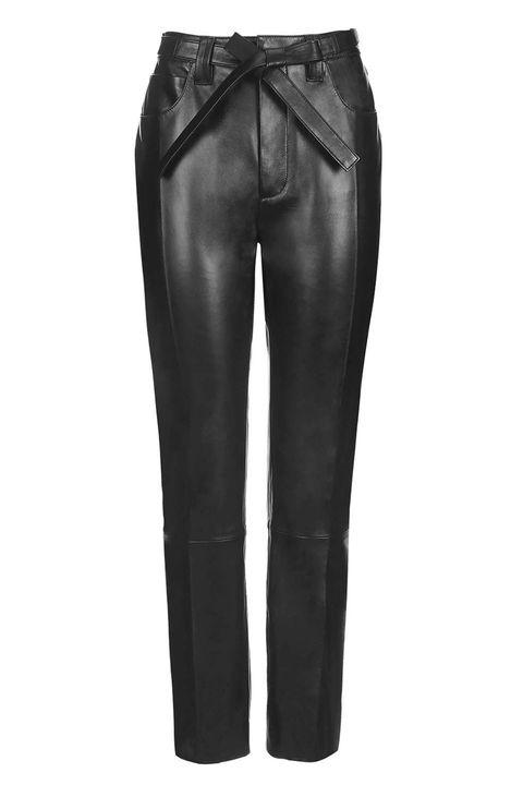 <p>Un modello elegante da poter indossare in ufficio. </p><p>Pantaloni <strong>Topshop Unique</strong>.</p>
