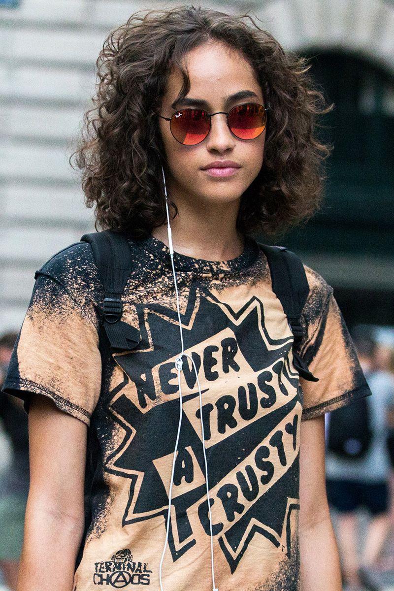 <p>La modella Alanna Arrington e i suoi capelli ricci naturali al termine della sfilata di Akris a New York.</p>