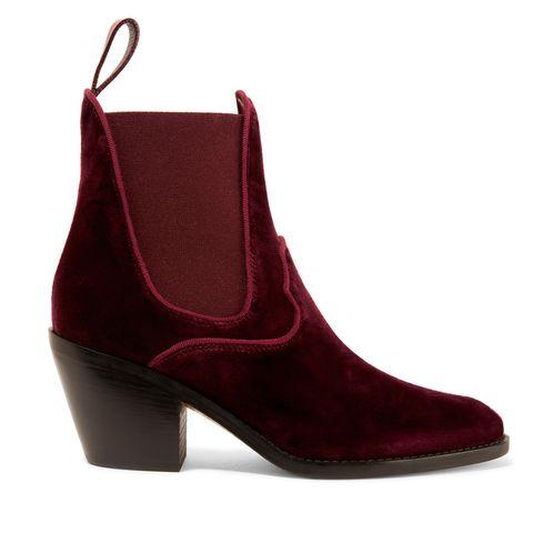 <p>Aggiungi un pizzico di stile da cowgirl con questi stivali in velluto rosso. Il tacco comodo vi permetterà di indossarli tutto il giorno senza il minimo sforzo.</p><p><br></p><p>Stivali <strong><strong>Chloé</strong></strong>. <br></p>