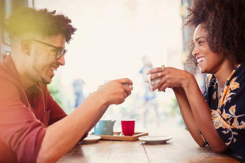 <p>Alcuni componenti specifici contenuti dal caffè, come ad esempio i polifenoli, possono aiutare nella prevenzione di alcuni tipi di <strong>cancro</strong> come il tumore del cavo orale/faringe, il tumore del fegato, la cirrosi epatica, il tumore dell'endometrio e forse - sono in corso ancora alcuni studi in merito - il tumore del colon-retto.</p>