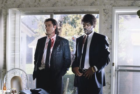 """<p>Il cult per eccellenza, in tutte le sue componenti: dai dialoghi, punto di forza in tutti i film di <a href=""""http://www.elle.com/it/magazine/oroscopo/news/a262/come-conquistare-uomo-ariete/"""" target=""""_blank"""">Tarantino</a> ma qui allo zenit della surreale genialità, al <strong>cast </strong>che più in forma di così non poteva esistere, con un Samuel L. Jackson da impazzire, un John Travolta rinato a nuova vita, uno stupendo Bruce Willis e poi lei, <a href=""""http://www.elle.com/it/magazine/personaggi/news/g555/uma-thurman-look-film-46-anni/"""" target=""""_blank"""">Uma</a> la musa in versione Mia Wallace. Completano il quadro fatto di storie intrecciate e piani temporali sfasati quello che di solito caratterizza un cult: <strong>colonna sonora</strong> da urlo e look iconici. </p>"""