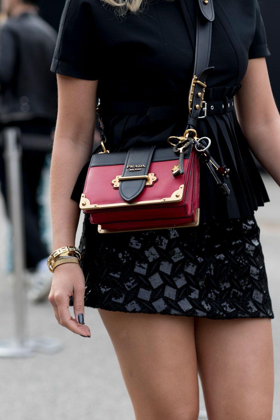 street style: le borse e le scarpe alla milano fashion week