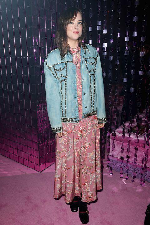 """<p><strong>Stilista</strong>: Gucci</p><p><strong>Dove</strong>: La sfilata primavera estate 2017 di Gucci <span class=""""redactor-invisible-space""""></span></p><p><strong>Perchè</strong>: Il giacchino in jeans riesce sempre a dare quel tocco di stile in più a ogni outfit.  </p>"""