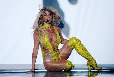 """<p>Anche per Britney, lo sapete, abbiamo un debole. Anzi a dire il vero lo abbiamo in parte proprio grazie al suo <strong>periodo nero</strong>, quel folle eppure magico 2007-2008, quando tutti tifavano perché sprofondasse e invece lei ha preso il suo dramma in mano e gli ha dato due sberloni. Anche grazie, naturalmente, a un pronto ricovero in rehab dove è andata a fondo al suo <strong>esaurimento nervoso</strong>. Per <a href=""""http://www.elle.com/it/spettacolo/musica/news/g1291/britney-spears-hit-glory/"""" target=""""_blank"""">tornare, in particolare quest'anno, più in forma che mai</a>. </p>"""