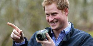un primo piano del principe Harry d'Inghilterra