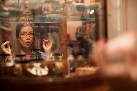 """<p>Dopo aver mangiato, ci vuole un po' di shopping e, se ami il <a href=""""http://www.gioia.it/idee/eco/news/g378/milano-shopping-negozi-dell-usato-e-vintage-migliori-indirizzi-milano-vintage-week/"""">vintage</a> o vuoi ridare vita agli abiti che non metti più, devi assolutamente fare un giro da <strong>Ambroeus Milan</strong><strong>o</strong> (Via Pastrengo 15<span class=""""redactor-invisible-space""""> - <a href=""""http://www.ambroeusmilano.it"""">ambroeusmilano.it</a><span class=""""redactor-invisible-space""""></span>). Questo negozio infatti oltre a proporre vere e proprie chicche, tiene sempre aggiornato il suo assortimento.</span></p>"""