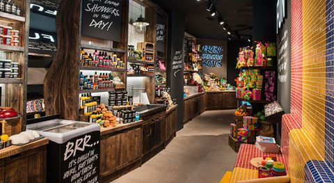 58e38fa6930f Lush apre a Milano il più grande store d'Italia