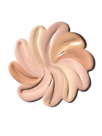 <p>I make up designer Kiko Milano suggeriscono d'individuare anche il sottotono della propria carnagione prima di acquistare il fondotinta. Come? In due modi...</p><p><strong>Controllando il colore delle vene del polso</strong>:</p><p>- se il colore è violaceo/blu il sottotono è il rosa</p><p>- se il colore è verde il sottotono è il giallo</p><p><strong>Controllando il colore del palmo della mano</strong>:</p><p>- se è rosa il sottotono il sottotono di riferimento è rosa</p><p>- se è giallo il sottotono di riferimento è giallo</p><p><strong>Se la tua pelle non vira</strong> né verso il rosa né verso il giallo il sottotono di riferimento è il neutro. </p>