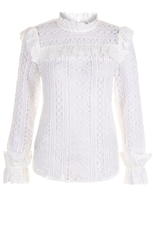 """<p><a href=""""http://www.elle.com/it/moda/abbigliamento/a2189/zara-pantaloni-olivia-palermo-must-have-inverno/"""">Come questi pantaloni di Zara</a>, la blusa <a href=""""http://www.elle.com/it/moda/abbigliamento/g1248/moda-autunno-inverno-2016-2017-stile-vittoriano/"""">d'ispirazione vittoriana</a> di <strong>Moonsoon</strong> è diventata un <strong>must have</strong>: forse perché ricorda le creazioni di <strong>Philosophy di Lorenzo Serafini</strong>?</p><p><strong>Blusa in pizzo</strong>, Monsoon. </p>"""