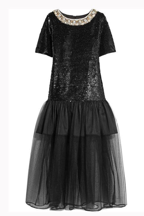 <p>Fantasia estrema con paillettes e tulle per questo abito midi black.&nbsp;</p>