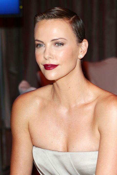 i tagli di capelli per il viso ovale: Charlize Theron