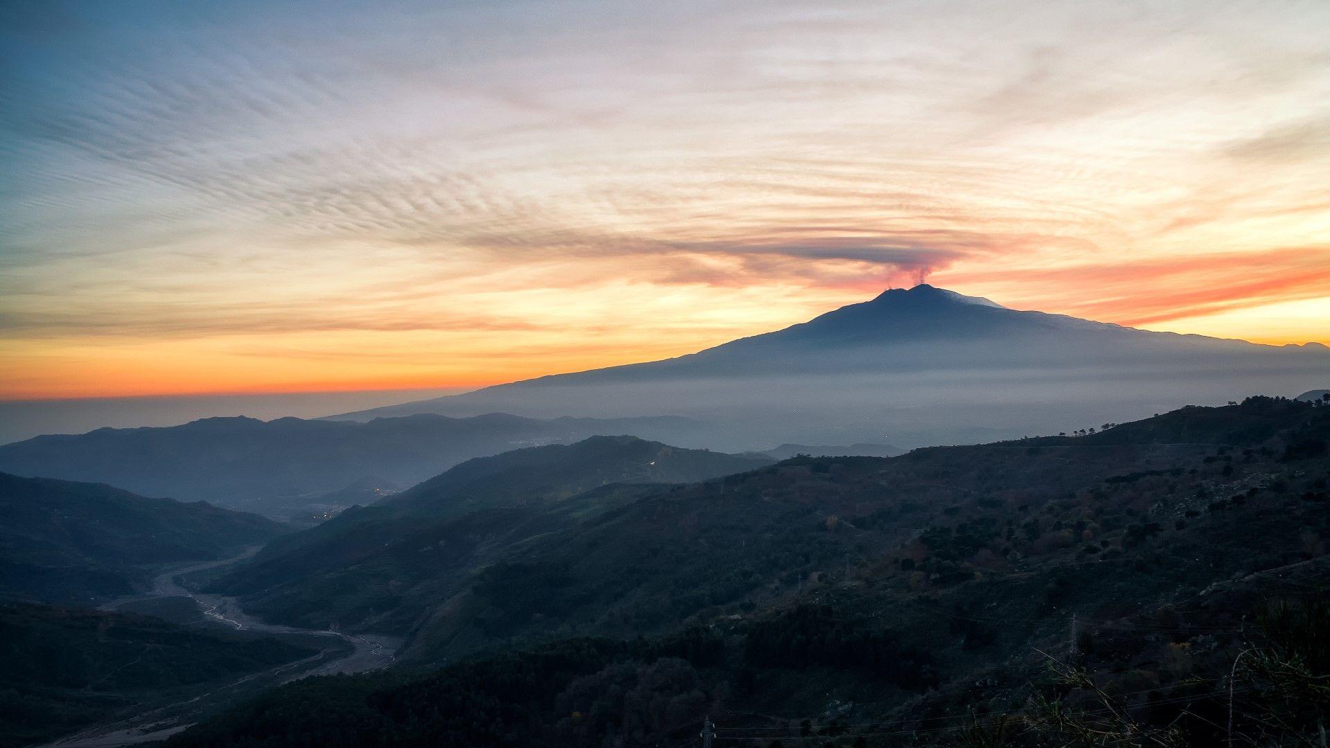 Dove andare in vacanza in Italia in autunno: Etna.