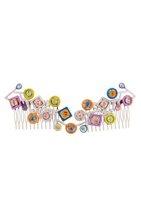 <p>Scegli un fermacapelli multicolore che aggiunge un tocco&nbsp;pop moderno al tuo chignon.</p>