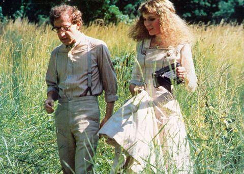 """<p>Eterea, capelli biondi e occhi azzurri, viso angelico: è <strong data-redactor-tag=""""strong"""" data-verified=""""redactor"""">Mia Farrow</strong>, forse la donna più amata dal regista, ma anche la più odiata. Innamorati dal 1980 al 1992, i due hanno girato ben 13 film insieme, tra cui anche <em data-redactor-tag=""""em"""" data-verified=""""redactor""""><strong data-redactor-tag=""""strong"""" data-verified=""""redactor"""">Hannah e le sue sorelle</strong></em> (1986). Dalla loro unione è nato il quarto figlio dell'attrice, <strong data-redactor-tag=""""strong"""" data-verified=""""redactor"""">Ronan Farrow</strong>. Ma tra Woody e Mia nulla è destinato a durare, se non le battaglie legali e le accuse reciproche di <strong data-redactor-tag=""""strong"""" data-verified=""""redactor"""">molestie</strong>: i due divorziano nel 1992, complice anche lo <strong data-redactor-tag=""""strong"""" data-verified=""""redactor"""">scandalo </strong>suscitato dalla relazione del regista con <strong data-redactor-tag=""""strong"""" data-verified=""""redactor"""">Soon-Yi Previn</strong>, figlia adottiva dell'attrice.</p>"""