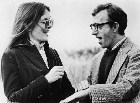 """<p><strong data-redactor-tag=""""strong"""" data-verified=""""redactor"""">Woody Allen</strong> è sinonimo di <a href=""""http://www.elle.com/it/magazine/firme/a2473/the-young-pope-cosi-sorrentino-se-la-ride/"""">Diane Keaton</a>, e viceversa. L'<strong data-redactor-tag=""""strong"""" data-verified=""""redactor"""">attrice</strong>, tra il 1973 e il 1994, è stata protagonista di ben 7 <strong data-redactor-tag=""""strong"""" data-verified=""""redactor"""">film</strong> girati dal regista, tra cui il famosissimo <em data-redactor-tag=""""em"""" data-verified=""""redactor""""><strong data-redactor-tag=""""strong"""" data-verified=""""redactor"""">Io e Annie</strong></em> (in cui la Keaton, forse per la prima volta, ha messo in scena uno <strong data-redactor-tag=""""strong"""" data-verified=""""redactor"""">stile maschile </strong>di gran classe diventato iconico). All'epoca, tra Woody e Diane non c'era solo un'ottima intesasul <strong data-redactor-tag=""""strong"""" data-verified=""""redactor"""">grande schermo</strong>, ma anche una<strong data-redactor-tag=""""strong"""" data-verified=""""redactor""""> storia d'</strong><strong data-redactor-tag=""""strong"""" data-verified=""""redactor"""">amore</strong>: i due si sono conosciuti nel 1968 a Broadway per poi lasciarsi 10 anni dopo. Nonostante la<strong data-redactor-tag=""""strong"""" data-verified=""""redactor""""> rottura</strong>, la stima reciproca resistee l'attrice, nel 1994, torna a lavorare con lui nella pellicola <em data-redactor-tag=""""em"""" data-verified=""""redactor""""><strong data-redactor-tag=""""strong"""" data-verified=""""redactor"""">Misterioso omicidio a Manhattan</strong></em>.<span class=""""redactor-invisible-space"""" data-redactor-class=""""redactor-invisible-space"""" data-redactor-tag=""""span"""" data-verified=""""redactor""""></span></p>"""