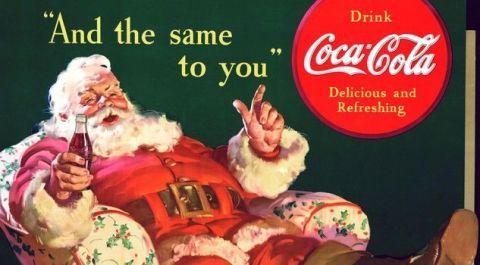 """<p>Per marketing e restyling, però, San Nicola dovette deve tutto agli americani: portato dagli olandesi a Niew Amsterdam (New York) ancora con le fattezze del vescovo severo, ritornò da Oltreoceano nella sua versione <strong data-redactor-tag=""""strong"""" data-verified=""""redactor"""">Coca Cola.</strong>Allegro, con labarba bianca, rubicondo, che viaggia nel cielo su una slitta trainata dalle renne. E vestito in rosso e bianco. È così che apparve<strong data-redactor-tag=""""strong"""" data-verified=""""redactor""""> Santa Clau</strong>s in una pubblicità della Coca Cola nel 1931 grazie alla penna dell'illustratore Haddon Sundblom, che mise insieme i ricordi di San Nicola e il personaggio dello """"spirito del Natale presente"""", descritto da Charles Dickens nel racconto Canto di Natale. Uno spirito con le fattezze di un signor grosso, panciuto, e vestito di verde. Con il rosso, una grande maestria e il potere della nascente pubblicità il risultato è statodeflagrante: èlui ormai il Babbo che ha colonizzato la storia, un """"brand"""" che la società londinese Brand Finance ha stimato valere oltre<strong data-redactor-tag=""""strong"""" data-verified=""""redactor""""> mille miliardi di euro</strong>. La mela della Apple, per dire, ammonta a """"soli"""" 63 miliardi.<span class=""""redactor-invisible-space"""" data-verified=""""redactor"""" data-redactor-tag=""""span"""" data-redactor-class=""""redactor-invisible-space""""></span></p>"""