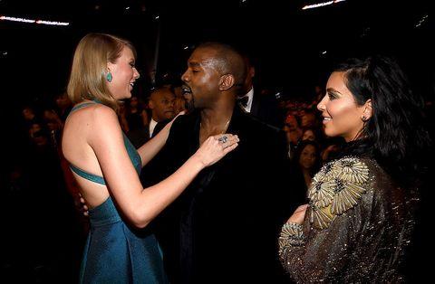 """<p>Quanto sia di vecchia data la ruggine tra <strong data-redactor-tag=""""strong"""" data-verified=""""redactor"""">Taylor Swift</strong>, <strong data-redactor-tag=""""strong"""" data-verified=""""redactor"""">Kanye West</strong> e la di lui consorte <strong data-redactor-tag=""""strong"""" data-verified=""""redactor"""">Kim Kardashian</strong> <a href=""""http://www.elle.com/it/magazine/personaggi/news/a1295/kim-kardashian-taylor-swift-kanye-west-lite/"""" target=""""_blank"""">ve lo abbiamo raccontato nel dettaglio</a>. Quello che, forse, non sapete è che i coniugi West non sono gli unici ad avere avuto screzi con la bionda arrivata dalla Pennsylvania. Prima di loro anche <strong data-redactor-tag=""""strong"""" data-verified=""""redactor"""">Katy Perry</strong> ha litigato, semi, pubblicamente con Swift che nel 2015 confidòalla rivista Rolling Stones che«<span class=""""redactor-invisible-space"""" data-redactor-class=""""redactor-invisible-space"""" data-redactor-tag=""""span"""" data-verified=""""redactor"""">una collega (Perry)ha cercato di sabotare il mio tour assumendo persone che stavano lavorando con me»<span class=""""redactor-invisible-space"""" data-redactor-class=""""redactor-invisible-space"""" data-redactor-tag=""""span"""" data-verified=""""redactor"""">. E come la risolve una lite, Taylor Swift? Come risolve la fine di una relazione: dedicando all'altra parte una canzone, nel caso specifico <em data-redactor-tag=""""em"""" data-verified=""""redactor"""">Bad Blood</em>.</span></span></p>"""