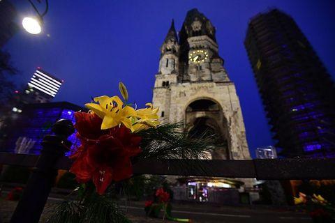 attentato a berlino: pray for berlin foto social