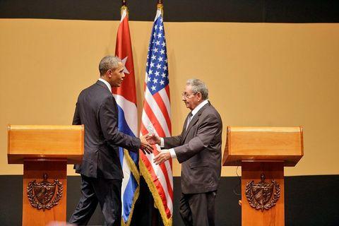 """<p>Nell'<a href=""""http://www.gioia.it/magazine/firme/news/a2533/fidel-castro-morte-nessuno-deve-esultare/"""" target=""""_blank"""" data-tracking-id=""""recirc-text-link"""">anno della morte di Fidel Castro </a>abbiamo anche assistito allo storico disgelo, dopo 54 anni di tensione, tra Cuba e Usa, con tanto di riapertura delle ambasciate e visita del presidente degli Stati Uniti <strong data-redactor-tag=""""strong"""" data-verified=""""redactor"""">Barack Obama</strong> a La Havana.</p>"""