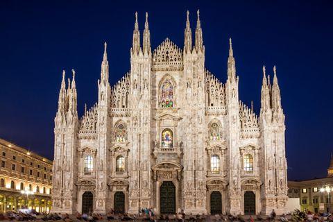 """<p>Confermato anche quest'anno ilgrande concerto gratuito in <a data-tracking-id=""""recirc-text-link"""" href=""""http://www.elle.com/it/idee/trend/news/a2549/swarovski-albero-natale-milano-2016/""""><strong data-redactor-tag=""""strong"""" data-verified=""""redactor"""">Piazza del Duomo</strong> a <strong data-redactor-tag=""""strong"""" data-verified=""""redactor"""">Milano</strong></a>per aspettarel'arrivo del 2017: protagonista sul palco è <strong data-redactor-tag=""""strong"""" data-verified=""""redactor"""">Mario Biondi</strong>, artista famoso in tutto il mondo per la sua voce e la sua anima soul. Insieme a lui anche <strong data-redactor-tag=""""strong"""" data-verified=""""redactor""""><a data-tracking-id=""""recirc-text-link"""" href=""""http://www.elle.com/it/spettacolo/musica/interviste/a785/annalisa-se-avessi-un-cuore-timidezza/"""">Annalisa</a></strong>, giovane stella della musica pop.</p>"""