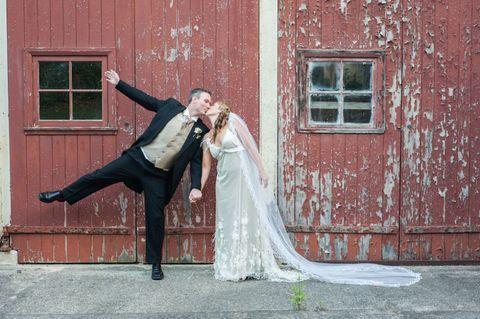 Auguri Matrimonio Amici : Auguri di matrimonio divertenti con 10 frasi allegre e simpatiche