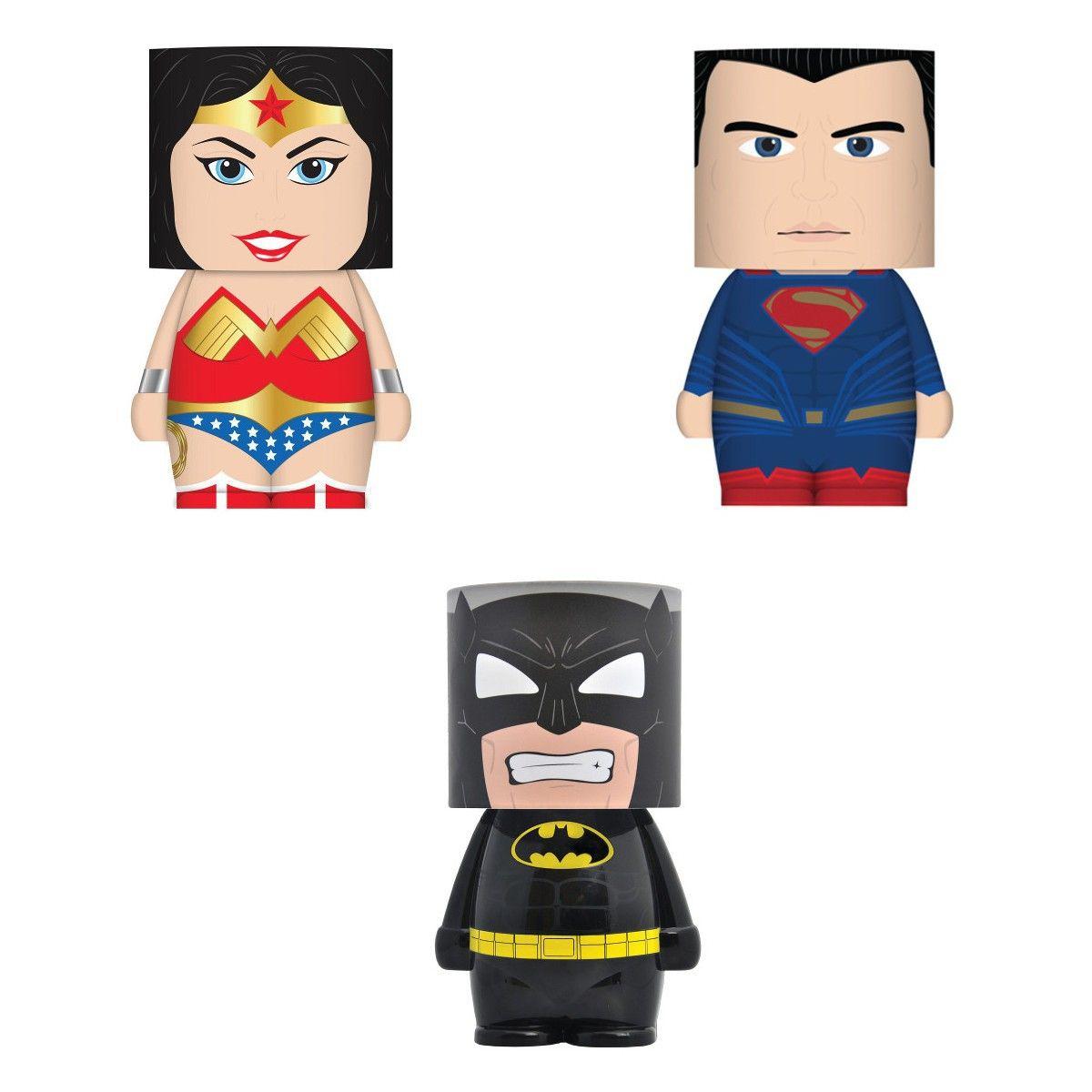 """<p>Ogni bambino ha il suo supereroe preferito: che siaSuperman, Batman o Wonder Woman<span class=""""redactor-invisible-space"""" data-verified=""""redactor"""" data-redactor-tag=""""span"""" data-redactor-class=""""redactor-invisible-space"""">tra i possibili<strong data-redactor-tag=""""strong"""" data-verified=""""redactor"""">regali per la Befana</strong> troviamo questa simpatica (e piccola) lampada a led è un must per la cameretta di un vero amante dei fumetti.</span><span class=""""redactor-invisible-space"""" data-verified=""""redactor"""" data-redactor-tag=""""span"""" data-redactor-class=""""redactor-invisible-space""""></span></p>"""