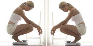 come-calcolare-il-peso-forma-ideale donna che si pesa