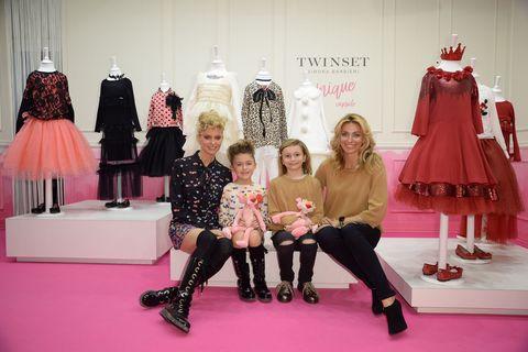 Moda bambino autunno inverno 2017-2018: ecco i look di Twin Set con Federica Fontana e Justine Matera