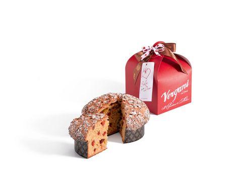 """<p>Perché mangiare il panettone solo a Natale?Vergani,storica azienda milanese, propone<a data-tracking-id=""""recirc-text-link"""" href=""""http://www.elle.com/it/idee/trend/suggerimenti/g2287/immagini-san-valentino-romantiche-da-condividere/"""">per la festa più romantica dell'anno</a> il dolce simbolo di Milano in unaversione speciale congocce di cioccolatofondente, fragole semicandite, zenzero candito e un pizzico di peperoncino<span class=""""redactor-invisible-space"""" data-redactor-class=""""redactor-invisible-space"""" data-redactor-tag=""""span"""" data-verified=""""redactor""""></span> (Panettone SoloPerDue - 15 euro<span class=""""redactor-invisible-space"""" data-redactor-class=""""redactor-invisible-space"""" data-redactor-tag=""""span"""" data-verified=""""redactor""""></span> nelle boutique Vergani<span class=""""redactor-invisible-space"""" data-redactor-class=""""redactor-invisible-space"""" data-redactor-tag=""""span"""" data-verified=""""redactor""""></span>).</p>"""