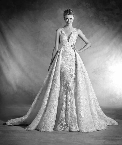 8c2fe03458ba Abiti da sposa modello Nilay di Atelier Pronovias 2017-2018
