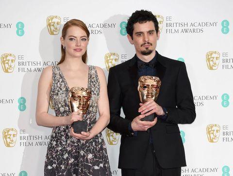 """<p>Il <strong data-redactor-tag=""""strong"""" data-verified=""""redactor"""">musical con Emma Stone e Ryan Gosling</strong> è il <a data-tracking-id=""""recirc-text-link"""" href=""""http://www.elle.com/it/spettacolo/film/g1877/oscar-curiosita-storia-premio/"""">favorito agli Oscar 2017</a>, <a data-tracking-id=""""recirc-text-link"""" href=""""http://www.elle.com/it/spettacolo/film/news/a3122/oscar-2017-nomination/"""">tanto che con 14 nomination puntaanche al record di Titanic</a>. Il titolo, apparentemente semplice, cela in realtà molteplici giochi di parole: il termine<em data-redactor-tag=""""em"""" data-verified=""""redactor""""> La La Land</em>viene talvolta usato dalla stampa americana come <strong data-redactor-tag=""""strong"""" data-verified=""""redactor"""">sinonimo di Los Angeles</strong>(spesso abbreviata in L.A. in inglese), e nello specifico dell'industria cinematografica di <strong data-redactor-tag=""""strong"""" data-verified=""""redactor"""">Hollywood</strong>. Ma l'espressione indica anche uno stato di sognante euforia, tipico di chi vive con la testa tra le nuvole come Mia e Sebastian, che inseguono con costanza i loro sogni di successo.</p>"""