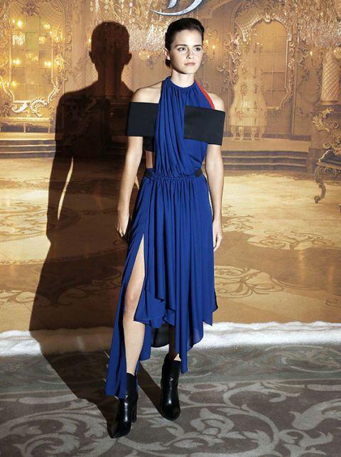 "<p><strong data-redactor-tag=""strong"" data-verified=""redactor"">Emma Watson</strong> ha indossato un abito di <strong data-redactor-tag=""strong"" data-verified=""redactor"">Louis Vuitton</strong> alla prèmiere&nbsp&#x3B;<a href=""http://www.gioia.it/spettacolo/film/news/a2340/trailer-la-bella-e-la-bestia-emma-watson/"" data-tracking-id=""recirc-text-link"">del film Disney</a>&nbsp&#x3B;<em data-redactor-tag=""em"" data-verified=""redactor""><a href=""http://www.gioia.it/spettacolo/film/news/a2340/trailer-la-bella-e-la-bestia-emma-watson/"">La Bella e la Bestia</a></em>: il vestito, in <strong data-redactor-tag=""strong"" data-verified=""redactor"">poliestere riciclato</strong>, sposa perfettamente la la <strong data-redactor-tag=""strong"" data-verified=""redactor"">tendenza&nbsp&#x3B;deconstruction</strong><span class=""redactor-invisible-space"" data-redactor-tag=""span"" data-redactor-class=""redactor-invisible-space"" data-verified=""redactor""> vista sulle passerelle delle <strong data-redactor-tag=""strong"" data-verified=""redactor"">fashion week</strong></span><span class=""redactor-invisible-space"" data-verified=""redactor"" data-redactor-tag=""span"" data-redactor-class=""redactor-invisible-space""><strong data-redactor-tag=""strong"" data-verified=""redactor""></strong></span>&nbsp&#x3B;(<a href=""http://www.gioia.it/idee/eco/suggerimenti/g2424/sneaker-vegan-modelli-trendy/"" data-tracking-id=""recirc-text-link"">oltre che la&nbsp&#x3B;filosofia green dell'attrice</a><span class=""redactor-invisible-space"" data-verified=""redactor"" data-redactor-tag=""span"" data-redactor-class=""redactor-invisible-space"">).</span></p>"