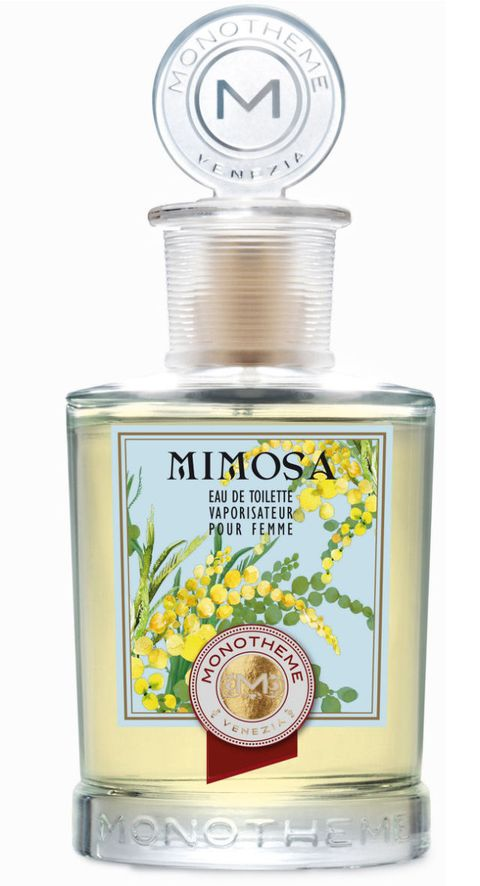 """<p><strong data-redactor-tag=""""strong"""" data-verified=""""redactor"""">Mimosa di Monotheme</strong> si apre con un accordo frizzante di nettarina e bergamotto, addolcito da foglie di violetta.&nbsp;Nel cuore esplode tutta la luminosità della mimosa in fiore, mentre nel fondo un mix di legni pregiati, come il sandalo e il cedro, si mescola al muschio (14,90 euro).&nbsp;</p>"""