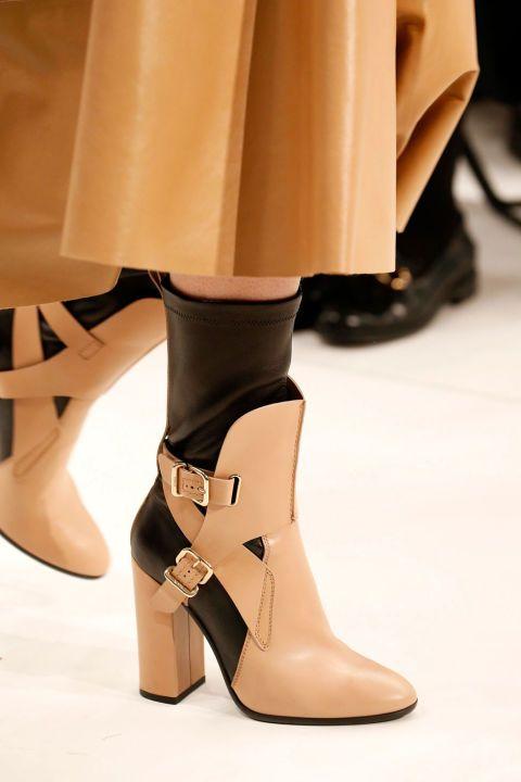 <p>Gli stivali in pelle si evolvono nel modello con calze incorporate.</p>