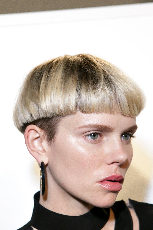 Tagli capelli corti caschetto sfilato