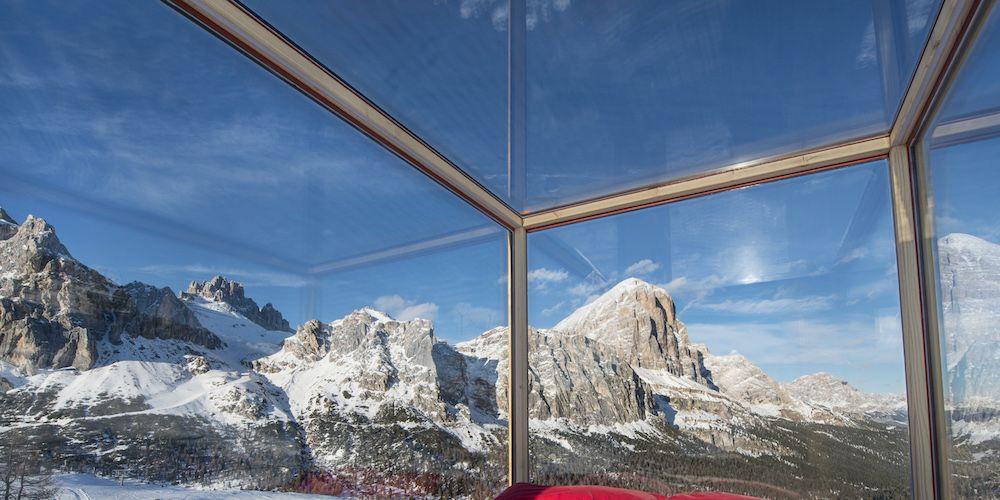 Il cielo in una stanza: dormiresti sulle Dolomiti in una stanza dalle pareti di vetro?