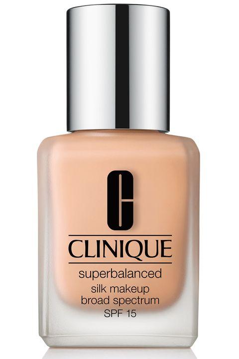 """<p>Una&nbsp;formula setosa a base di acido ialuronico&nbsp;aderisce alla pelle in modo uniforme e armonioso. </p><p><strong data-redactor-tag=""""strong"""">Clinique </strong>Superbalanced Silk Makeup SPF 15, clinique.com</p>"""