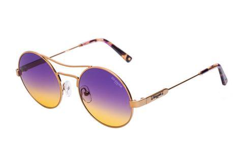 Coachella style con gli occhiali tondi a specchio di Bauer