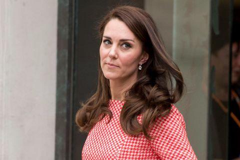 Kate Middleton e il principe William hanno annunciato che il principe George frequenterà la Thomas's School di Londra, in rottura con la tradizione degli Windsor.