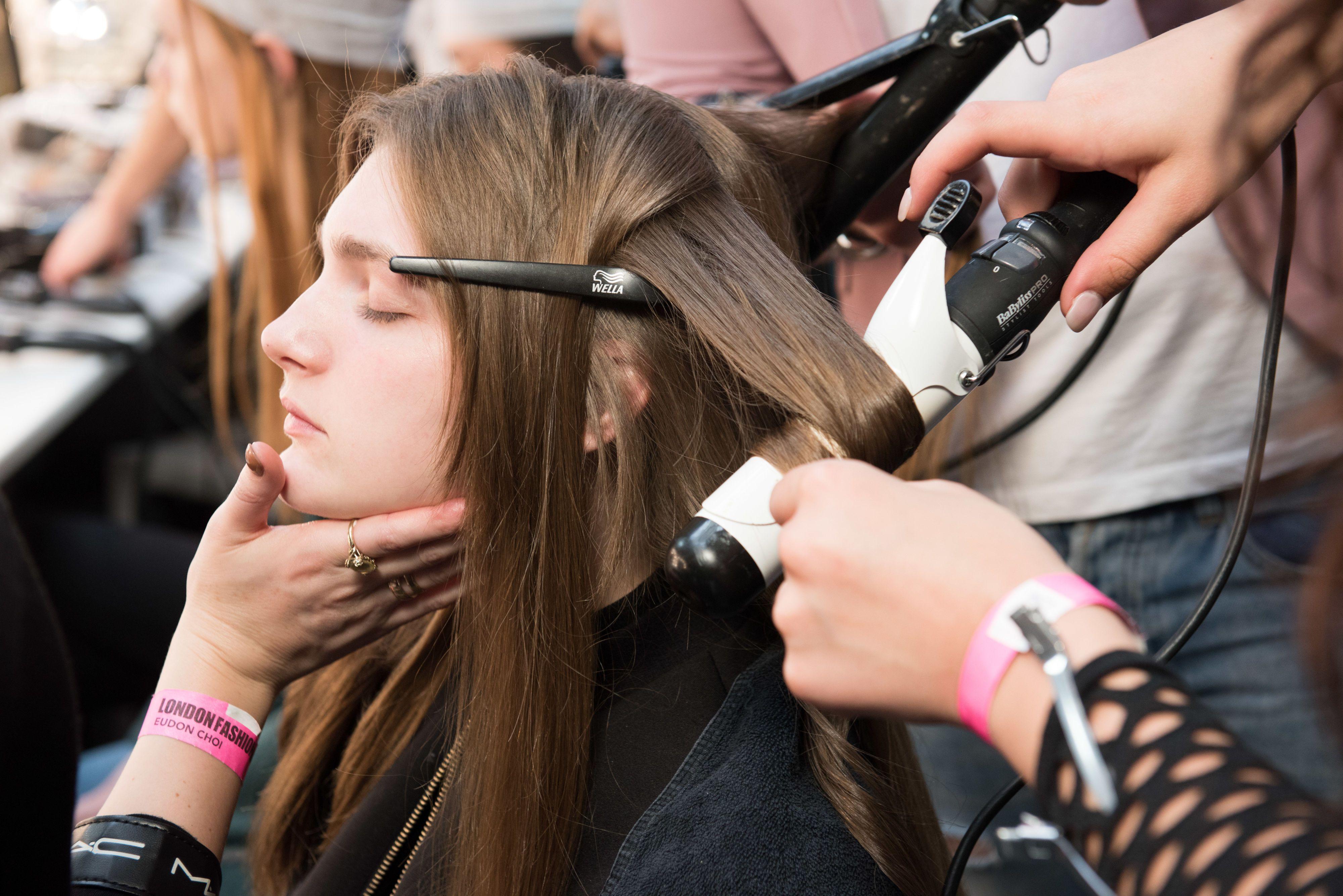 Come fare capelli mossi con piastra lisciante