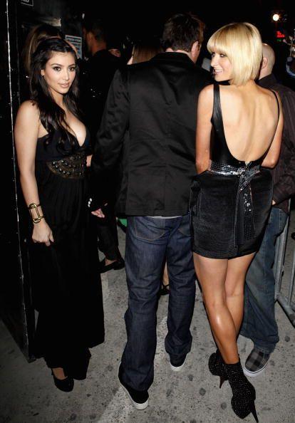 """<p>Paris e Kim partecipano&nbsp;alla festa di compleanno di Perez Hilton, a Hollywood nel 2009.<span class=""""redactor-invisible-space"""" data-verified=""""redactor"""" data-redactor-tag=""""span"""" data-redactor-class=""""redactor-invisible-space""""></span></p>"""