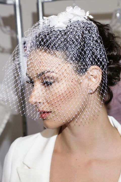 Acconciature sposa: 20 idee con accessori romantici