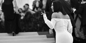 È tornata la stagione del bikini, e puntuali spuntano le foto non ritoccate dal Messico: il sedere di Kim Kardashian è il più chiacchierato del web.
